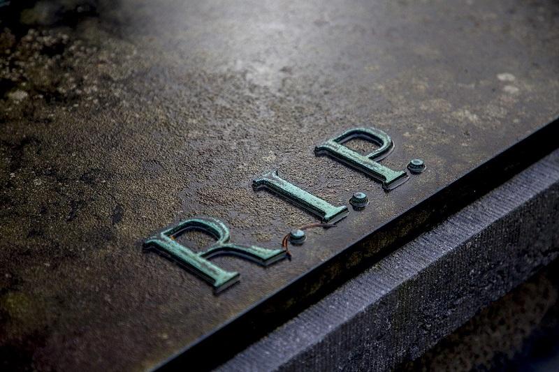 Nagrobni napis in nagrobni dodatki